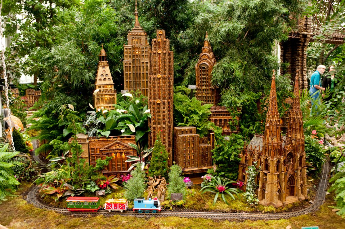 Ny botanical garden holiday show look who is sneaking in Botanical garden train show