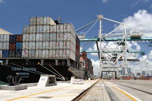 Port-Miami-ship-rail
