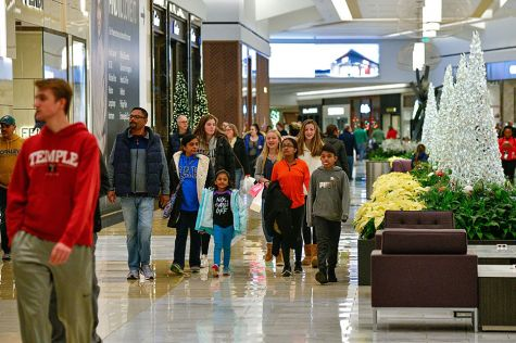 Gigantic mall in US looks for ways to survive retail blues